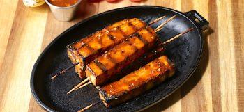 Brochettes de tofu sauce à l'arachide